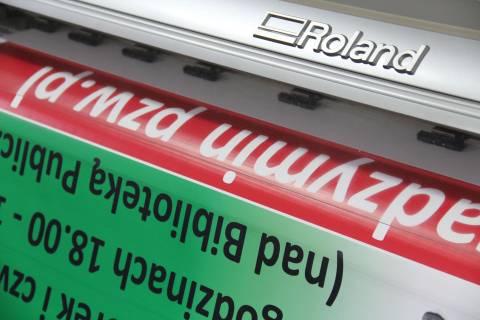 Druk plakatów Warszawa - realizacja z użyciem drukarki Roland